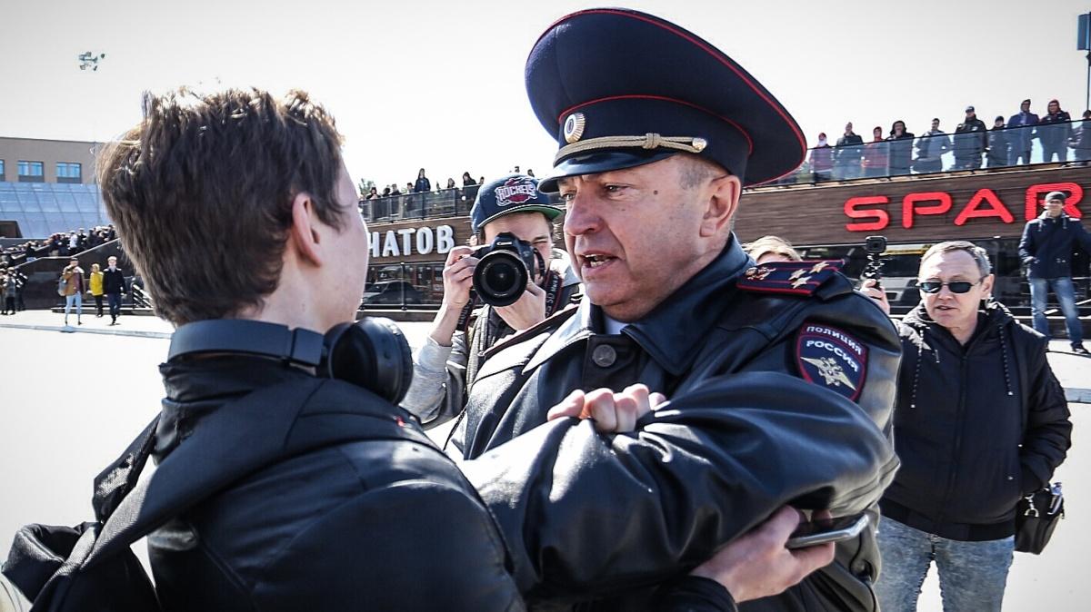 Вас накажут за обидные мемы про политиков и фейки на 300 тысяч рублей!