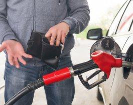 Правительство РФ «не ставит задачу» снижать цены на бензин