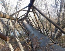 В Челябинске рухнул навесной мост